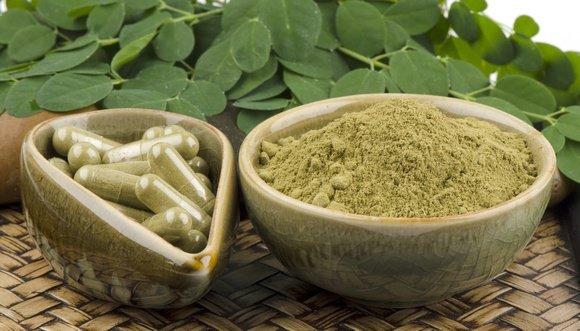 moringa-leaves-powder-and-capsules